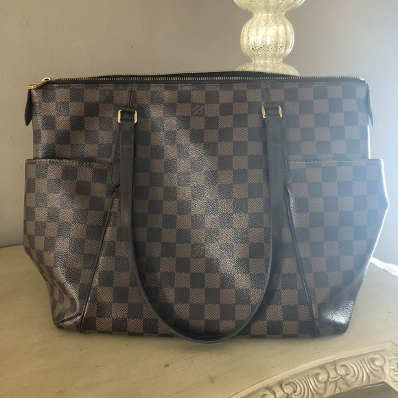 1dcef999a9f Louis Vuitton Handbags - Louis Vuitton damier ebene totally mm 🎁❤ 💗